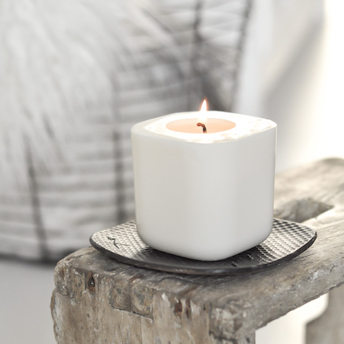 sześcienna, oryginalna, biała świeca wolnostojąca z wosków naturalnych