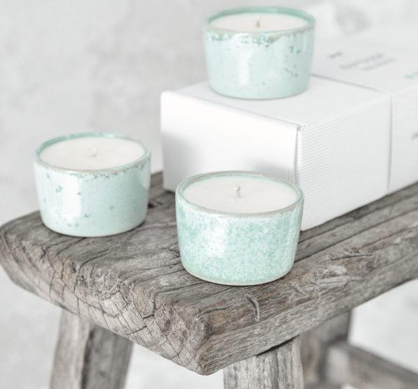 zestaw 3 świec sojowych, w ręcznie tworzonych naczyniach z kamionki w kolorze miętowym