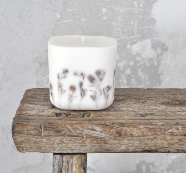 Energetyzująca, sojowa świeca z olejkami eterycznymi i suszonymi ziołami o zapachu trawy cytrynowej i werbeny egzotycznej